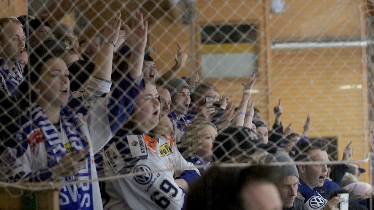 Nok en fantastisk innsats av Blue Warriors på tribunen.