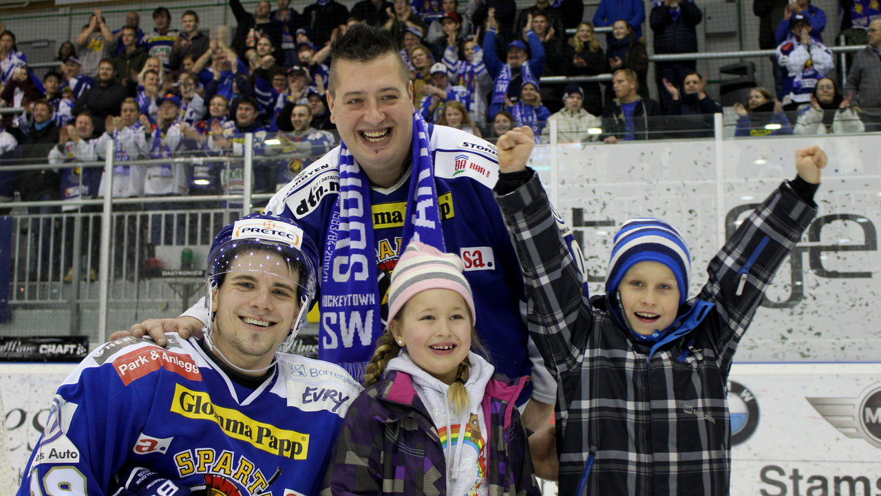 "Dion Knelsen ble kåret til""Star of the Game"" av Blue Warriors!"