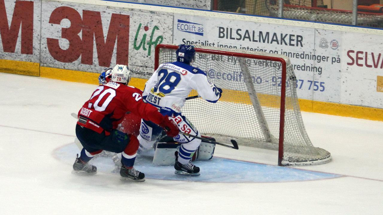 Niklas Roest scorer og avgjør kampen.