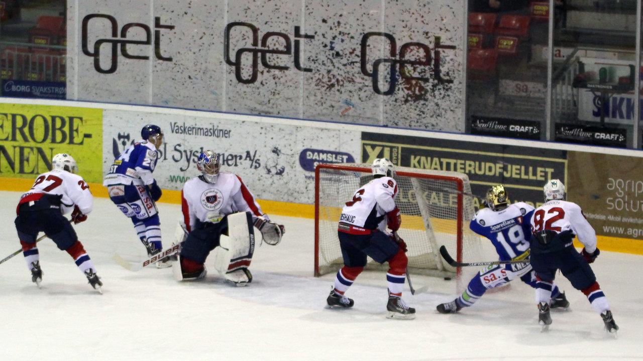 Niklas Roest scorer 3-0.