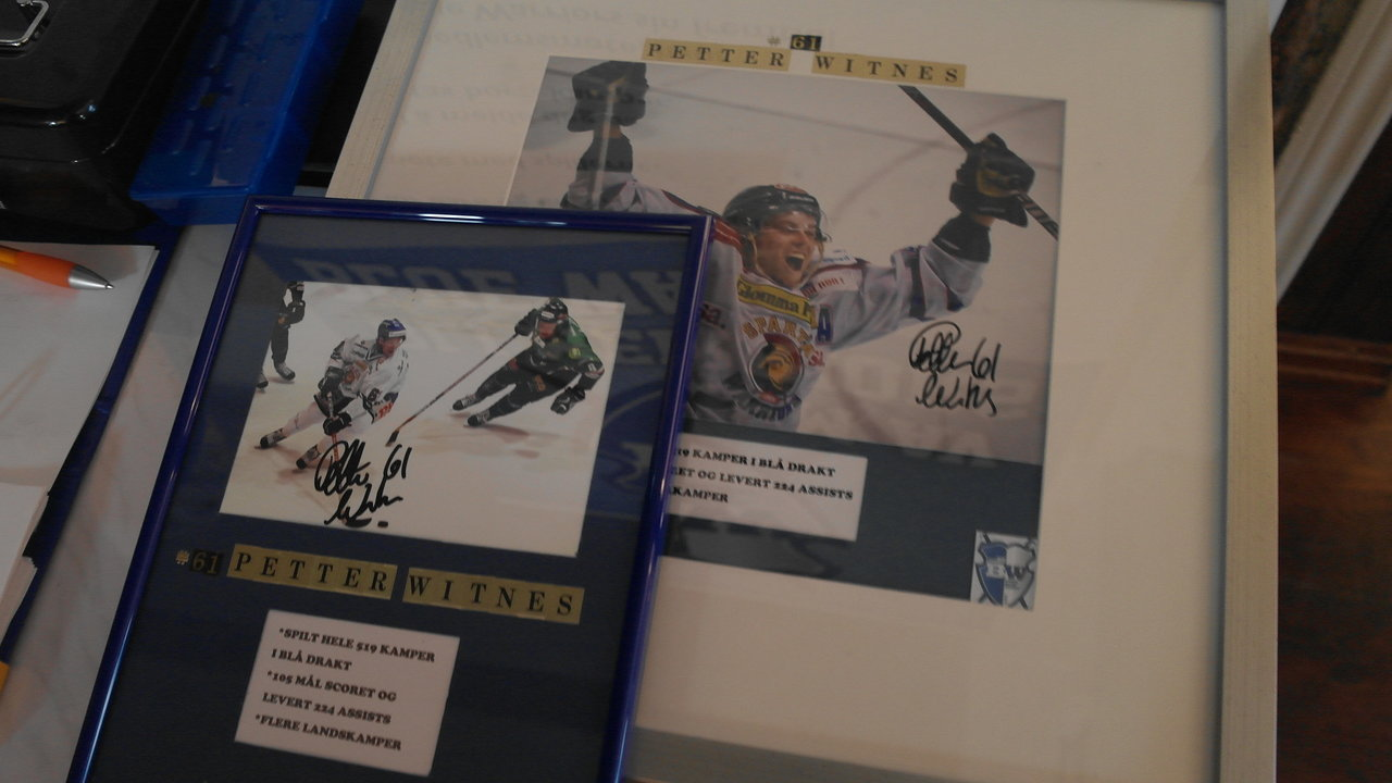 De signerte bildene fra Petter Witnes var populære under loddsalget.