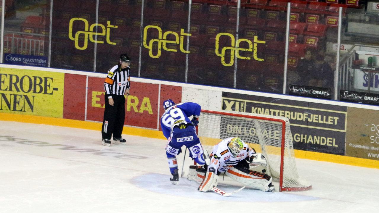 Her scorer Henrik Malmström i straffekonkurransen, men til ingen nytte, foto: Dagfinn Heidenberg