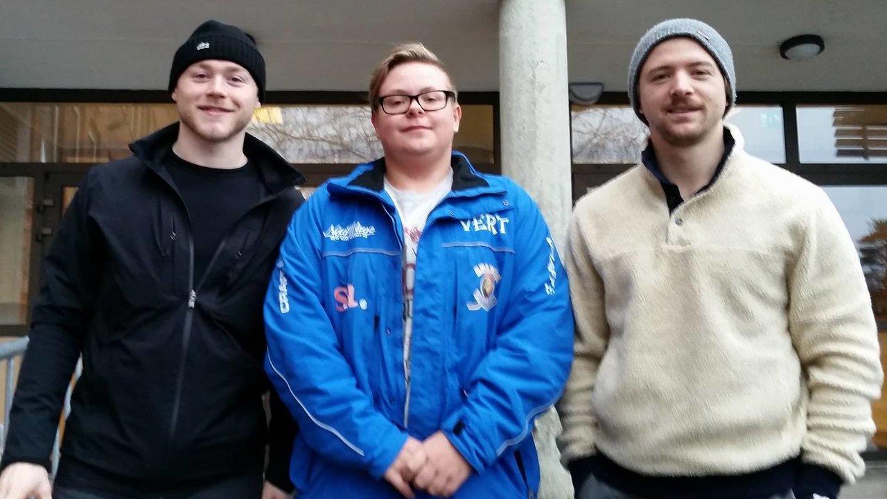 Gaelan, Svein Patrik og Jeff utenfor Kruseløkka. Foto: Frode Jørgensen