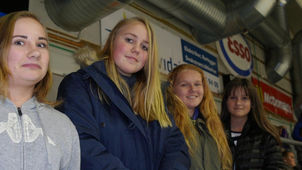 Anne, Ine, Cathrin og Celine på søndagens kamp.