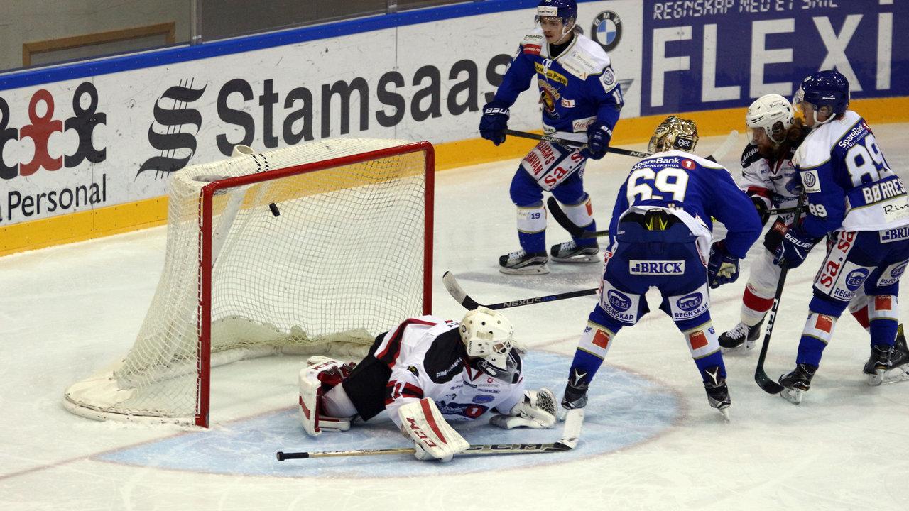 Malmström scorer på backhand (Foto: Dagfinn Heidenberg)