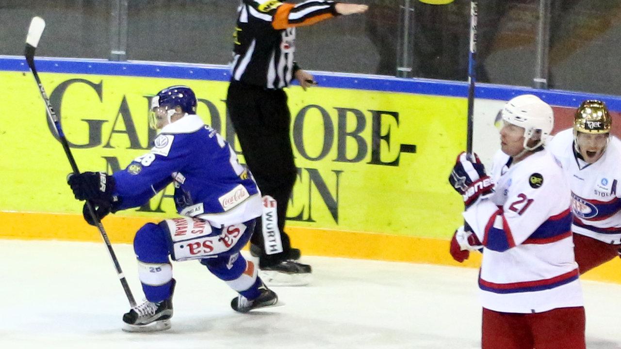 Kaptein Niklas Roest feirer scoring i undertall. (Foto: Dagfinn Heidenberg)