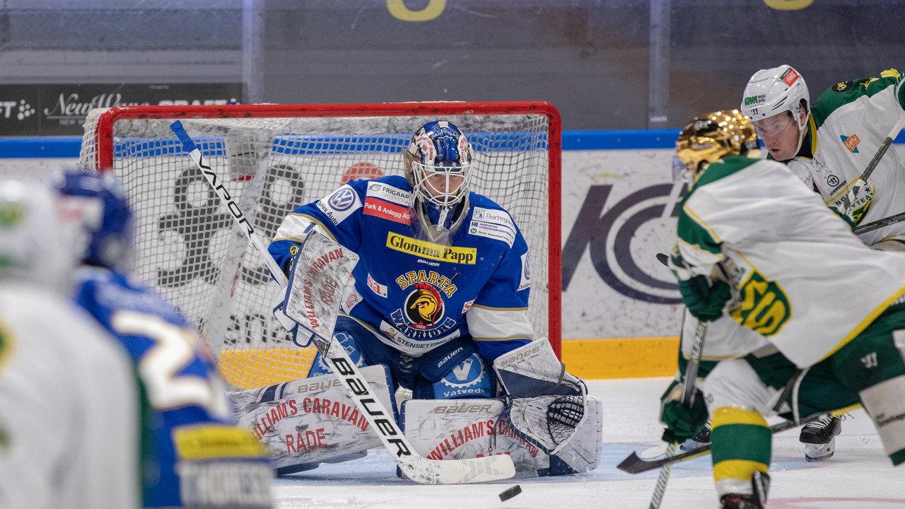 Jens Kristian Lillegrend må kjøpe smultringer til laget på mandag etter at han holder nullen (Foto: Jon A. Johansen)