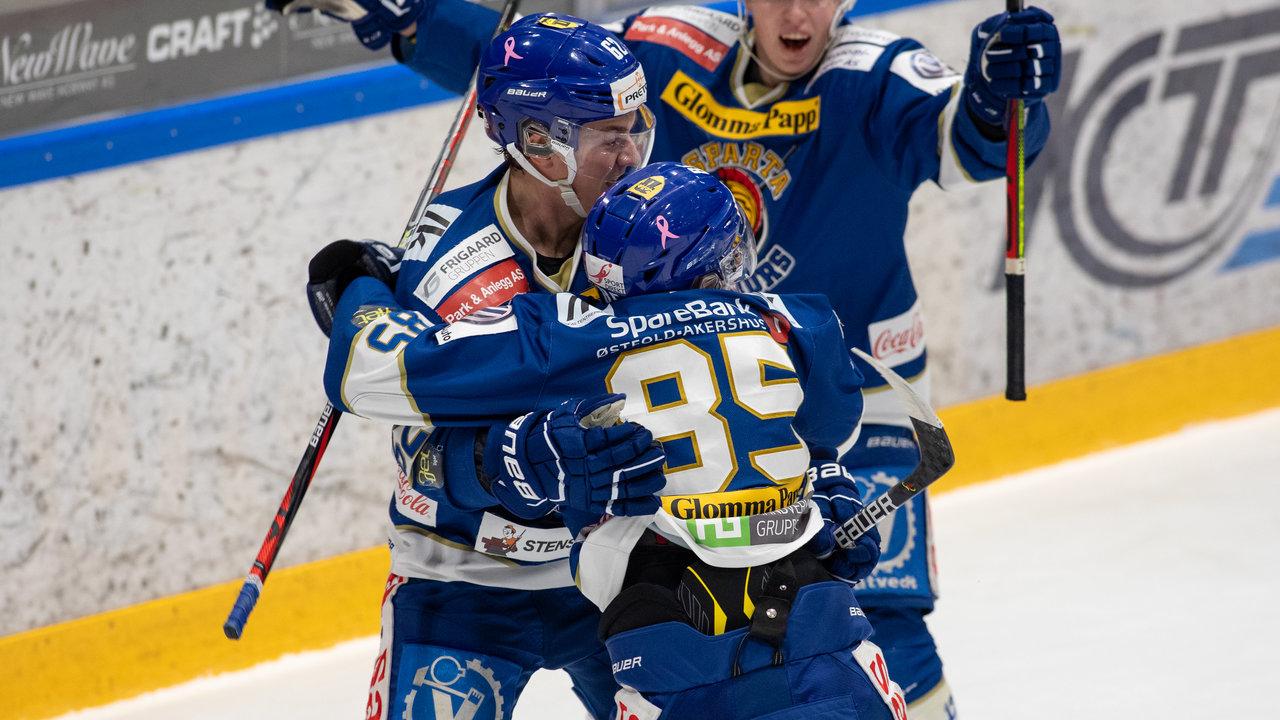 Christoffer Karlsen kunne juble etter å ha sendt SParta i ledelsen. Foto Jon A. Johansen