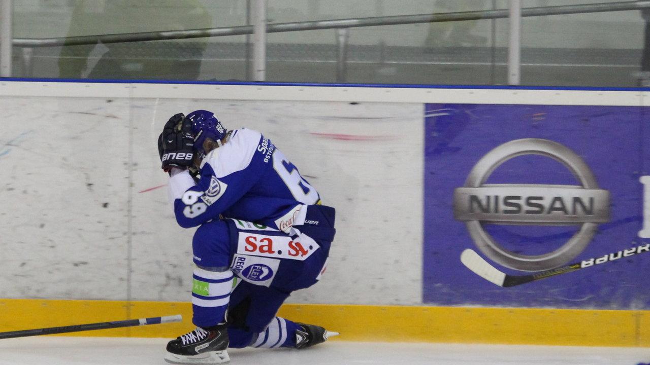 Henrik Malmström fikk leppe klyvd, men var raskt tilbake på isen.