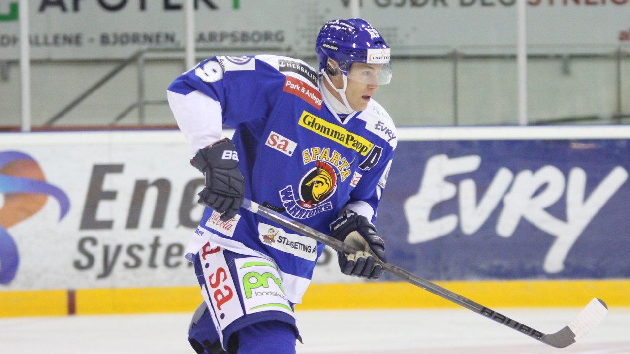 Henrik Malmström tilbake på isen etter skaden i hånden! Foto: Dagfinn Heidenberg