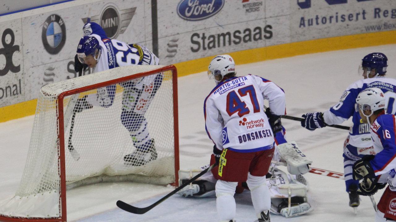 Henrik Malmström driller bak mål